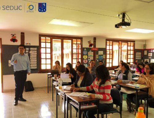 Profesor Felipe Collao capacita a docentes en Ecuador